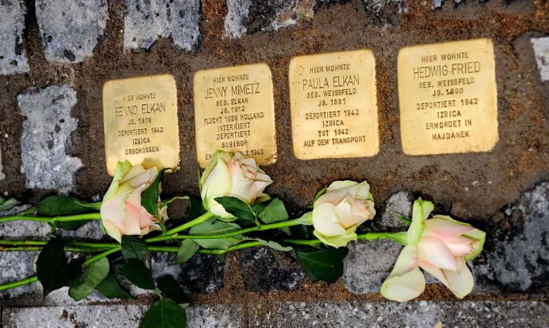 Vier der in Eschweiler verlegten Stolpersteine